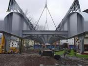 Construcción de una pasarela de 28 metros de largo