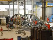 fabrication d'un pont sur la fleuve Urola