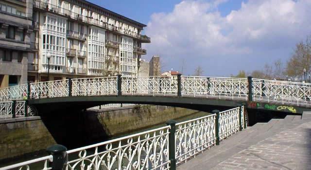 Puentes, pasarelas, parkings, ...